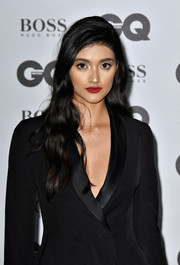 Neelam Gill framed her gorgeous face with a glamorous wavy hairstyle for the GQ Men of the Year Awards.