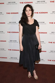 Aleksa Palladino chose an asymmetrical skirt for her cool and casual look on the red carpet.