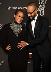 Alicia Keys was all about edgy glamour at the Angel Ball with this silver statement necklace and black gown combo.