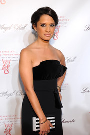 Rocsi Diaz complemented her lovely dress with a black-and-white striped Edie Parker box clutch when she attended the Angel Ball.