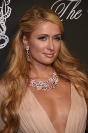 Paris Hilton complemented her decollete dress with a stunning gemstone statement necklace.