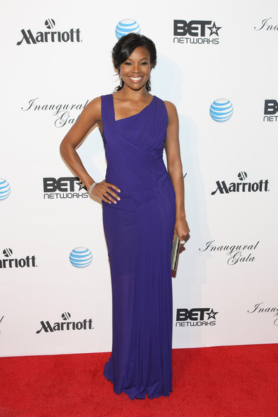 Gabrielle Union Evening Dress [inaugural ball,cobalt blue,dress,clothing,shoulder,carpet,red carpet,electric blue,gown,purple,hairstyle,arrivals,gabrielle union,smithsonian american art museum national portrait gallery,washington dc,host inaugural ball,bet networks]