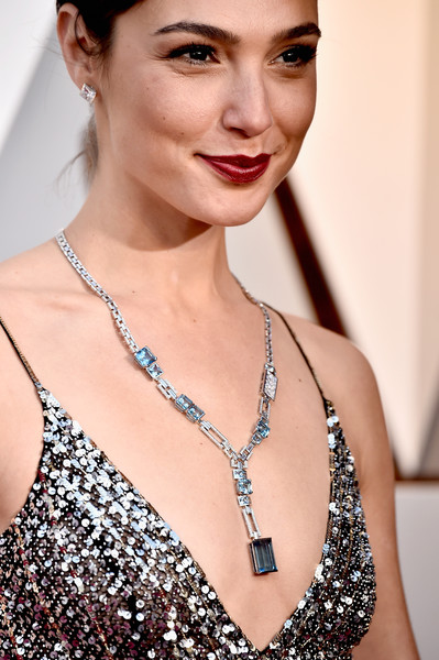 Gal Gadot Gemstone Pendant [hair,eyebrow,skin,hairstyle,beauty,lip,fashion model,chin,fashion accessory,jewellery,arrivals,necklace,gal gadot,academy awards,fashion,details,hollywood highland center,california,90th annual academy awards]
