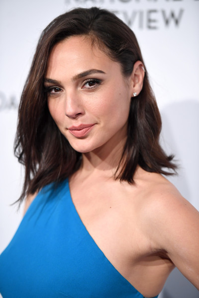 Gal Gadot Mid-Length Bob [hair,face,hairstyle,shoulder,eyebrow,beauty,brown hair,chin,skin,cheek,gal gadot,arrivals,new york city,cipriani 42nd street,national board of review annual awards gala,national board of review annual awards gala]
