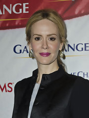 Sarah Paulson attended the premiere of 'Game Change' wearing a shiny grape shade of lipstick.