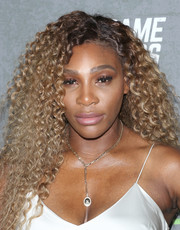 Serena Williams looked fab with her long, tight curls at the New York premiere of 'The Game Changers.'