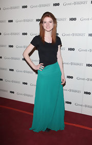 Rose Leslie's basic black tee let her teal skirt steal the sartorial spotlight.