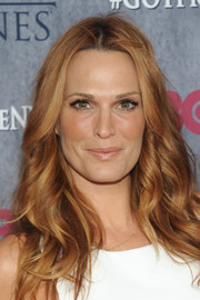Molly Sims looked like a goddess with her center-parted wavy 'do at the 'Game of Thrones' season 4 premiere.