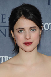 Despite the casual ponytail, Margaret Qualley looked glam at the 'Game of Thrones' season 4 premiere, thanks to that bold red lip color.