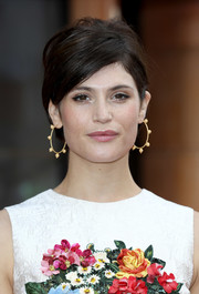 Gemma Arterton paired her 'do with cute gold hoops.