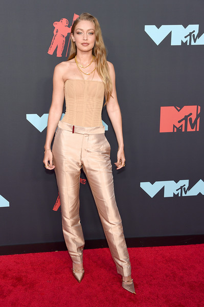 Gigi Hadid Silk Pants [clothing,carpet,red carpet,fashion,premiere,flooring,fashion model,event,beige,brown hair,arrivals,gigi hadid,mtv video music awards,prudential center,newark,new jersey]