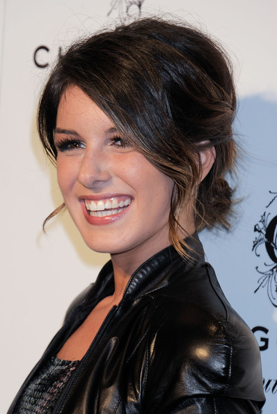 Shanae Grimes got all dolled up for this LA event she swept her flowing curls up in a messy updo to complete her look.