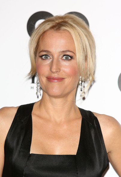 Gillian Anderson Bobby Pinned updo