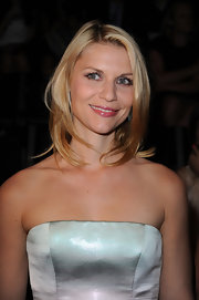 Claire Danes showed off her shoulder length layers while hitting the Giorgio Armani show.
