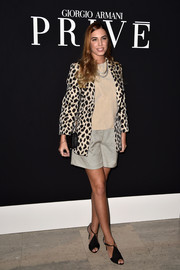 Amber Le Bon sealed off her look with modern black peep-toe heels.