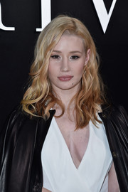 Iggy Azalea styled her hair with piecey waves for the Armani Prive fashion show.