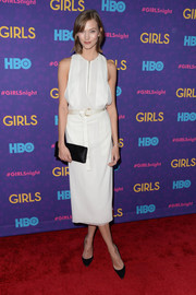 Karlie Kloss accessorized with an equally simple black satin clutch.
