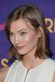 Karlie Kloss opted for a casual side-parted 'do with subtle waves when she attended the 'Girls' season 3 premiere.