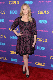 Amy Schumer stepped out on the red carpet wearing a fit-and-flare print dress during the 'Girls' season 3 premiere.