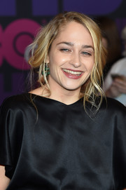 Jemima Kirke rocked a disheveled updo at the 'Girls' season 4 premiere.