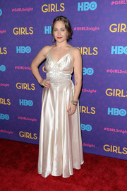 Jemima Kirke channeled Old Hollywood with this vintage white Geminola gown during the 'Girls' season 3 premiere.