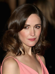 Rose Byrne's shine-infused curls looked serene at the UK premiere of 'I Give It a Year.'