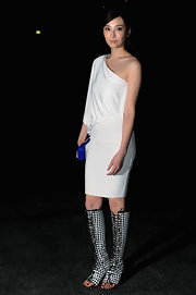 Pace Wu Pei Ci showed a little skin in this white one-shoulder dress, which she sported at the Givenchy runway show.