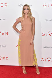 Lindsay Ellingson chose a nude Wes Gordon halter dress, made more interesting with the addition of neon-yellow lace panels down both sides, for the NYC premiere of 'The Giver.'