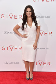 Gianna Simone kept it minimal on the red carpet in this simple LWD during the NYC premiere of 'The Giver.'