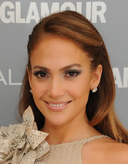 Jennifer Lopez played up her eyes with silvery metallic shadows and long, feathery lashes at the 2011 'Glamour' Women of the Year Awards.