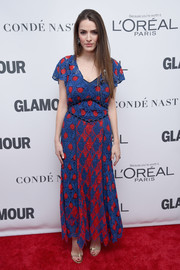 Bee Shaffer looked striking in a blue and red lace maxi dress at the 2017 Glamour Women of the Year Awards.
