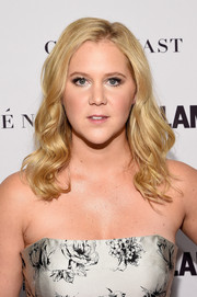 Amy Schumer styled her hair with sweet waves for the Glamour Women of the Year Awards.