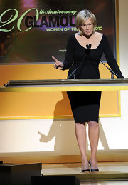 Diane Sawyer looked ageless in an elegant curve-hugging scoop-neck LBD at the 2010 Women of the Year Awards.