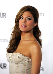 Eva Mendes showed off long honey brown curls while hitting the Glamour Reel Moments event. The actress pinned one side of her flowing locks to the side for a glamorous look!