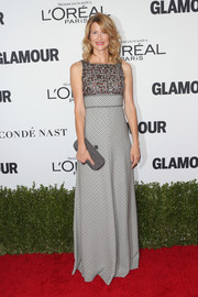 Laura Dern complemented her dress with a gray Bottega Venetta Knot clutch.