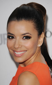 Eva Longoria accentuated her doe eyes with extra-long false lashes and nude shadows.