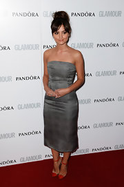 Jenna-Louise Coleman wore a gray plaid strapless dress to the red carpet of Glamour Women of the Year Awards.