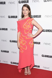 Anna Kendrick was modern-chic in an embroidered, asymmetrical coral dress by Peter Pilotto at the 2017 Glamour Women of the Year Awards.