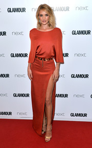 Rosie Huntington-Whiteley's gold Brian Atwood strappy sandals went flawlessly with her dress.