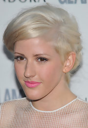 Ellie Goulding added a pop of spring color to her look with bright pink lipstick.