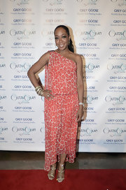 Tichina Arnold amped up the fab factor with a pair of bejeweled evening sandals at the Glitz and Glam Gala.