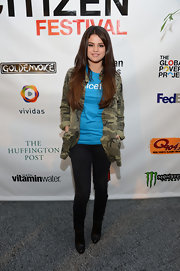Selena's black skinnies struck the perfect balance between casual and chic.