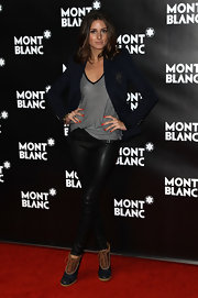 Olivia looked sharp in a navy blazer and Fall 2010 Bennington Low Duck boots.