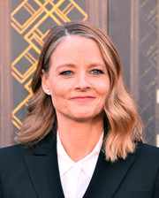 Jodie Foster sported a gently wavy hairstyle at the premiere of 'Hotel Artemis.'