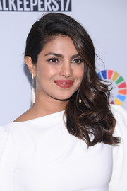 Priyanka Chopra looked downright glam with her side-swept curls at the Global Goals Awards 2017.
