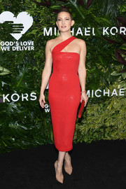 Kate Hudson showed off her flawless style with this red sequin one-shoulder dress by Michael Kors at the Golden Heart Awards.