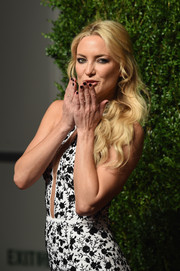 Kate Hudson paired her monochrome dress with a black mani for the 2015 God's Love We Deliver, Golden Heart Awards.