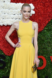For the Golden Heart Awards, Jaime King was in a bright mood, pairing white nails with a yellow cutout dress.