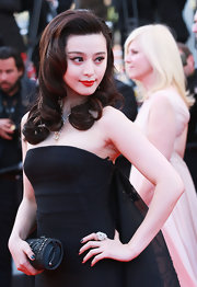 Fan Bingbing paired her elegant look with voluminous curls that were lifted at the root.