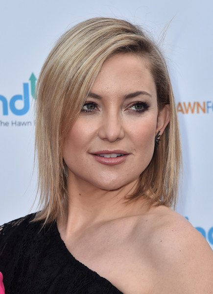 Kate Hudson wore her hair down to her shoulders in sleek straight layers during the Love In For Kids event.
